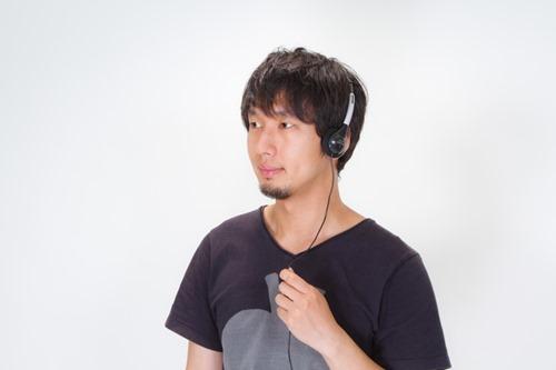 N112_headphonedeongakudansei500